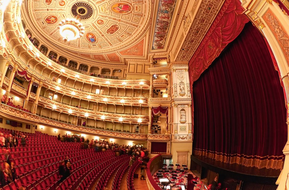 dresden-opera-house-1393252665-view-0