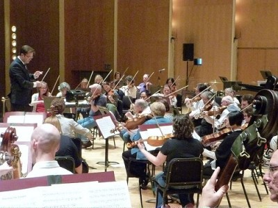 left, M. Kraemer with BPO  in rehearsal