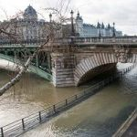 Louvre And Musée D'Orsay Begin Emergency Measures As Seine River Floods Paris