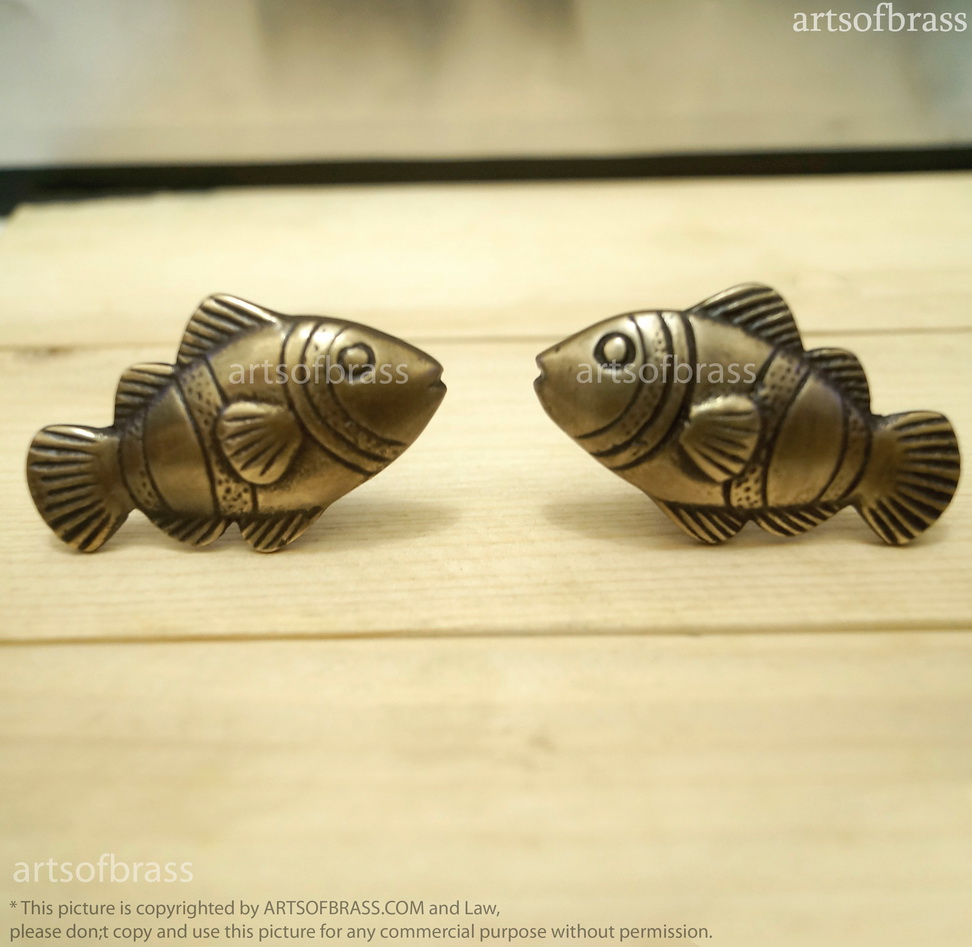 Lot Of 2 Pairs Vintage Brass Crown Fish Cabinet Knobs