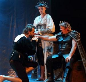 Marcel Meyer as HAMLET, Callum Tilbury as GERTRUDE, and Michael Richard as CLAUDIUS