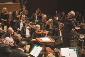 Minnesota Orchestra under the baton of Minnesota Orchestra Music Director Osmo Vänskä. Photo: Greg Helgeson.