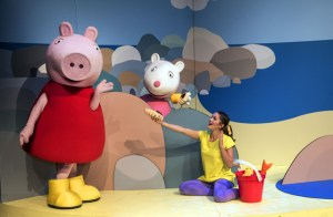 Peppa Pig, Suzy Sheep & Anna (Ashleigh Butcher). Credit: Catherine Kotze.