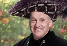 John Robbie in Janice Honeyman's Snow White
