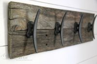 Easy DIY Nautical Pallet Wood Coat Rack (simple project ...