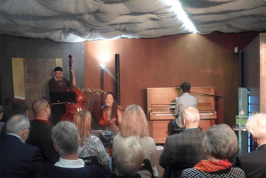 4. April: Konzert   Judith Tellado (Gesang, Percussion) Georg Sheljasov (Klavier, Gitarre) und Martin Klein (Kontrabass)