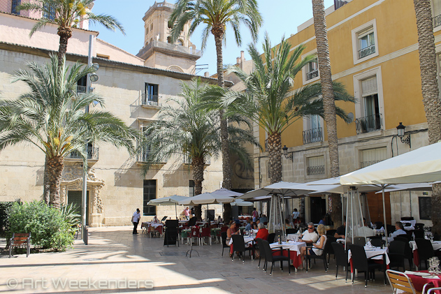 Spain-Alicante-terraces-going-out