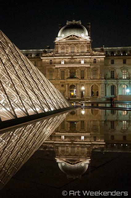 France-Paris-Louvre-museum-by-night