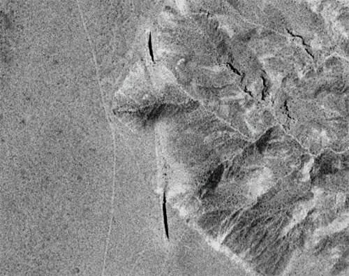 Aereal view of Double Negative, Deserto del Nevada - Michael Heizer