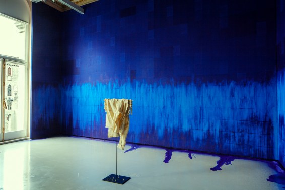 """Latifa Echakhch, """"Fantôme (Jasmin)"""", 2012 / """"A chaque stencil une révolution"""", 2007."""