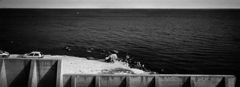 Sicilia, Marinella: la veduta dal lungomare TECNICA: Negativo b/n 35mm; fotogramma 24x65 mm, scatto mano libera FILE: Scansione negativo e postproduzione digitale STAMPA: Digitale - Massimo Berruti