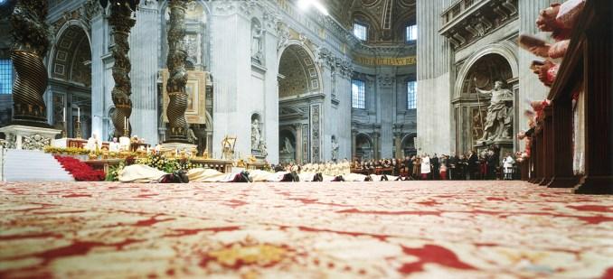 Il corpo dello Stato (2002-2009), Investitura dei Vescovi, San Pietro - Armin Linke, Courtesy Fondazione MAXXI, Collezione MAXXI
