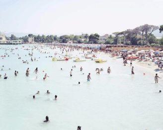 Palermo. Mondello beach, 2007 - Massimo Vitali, Collezione MAXXI