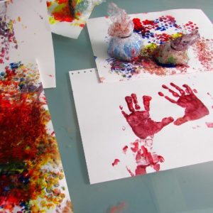Arty Crafty Kids - Art - Bubble Wrap Stamps
