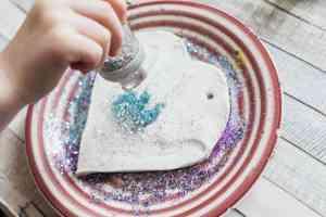 Arty Crafty Kids - Craft - Glitter Clay Handprint Ornament