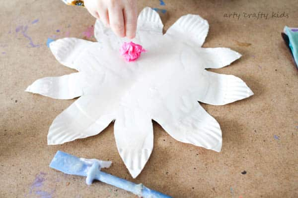 Colourful Spring Paper Plate Flower Craft : paper plate flower craft - pezcame.com