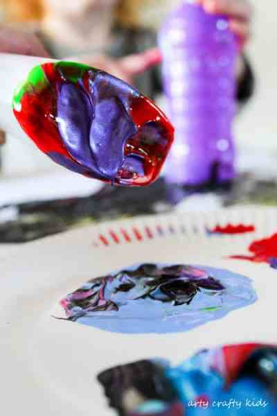 Arty Crafty Kids   Art   Kids Art Plastic Bottle Stamping   Simple art idea for kids using recycled plastic bottles, creating fun and unusual shapes and patterns.