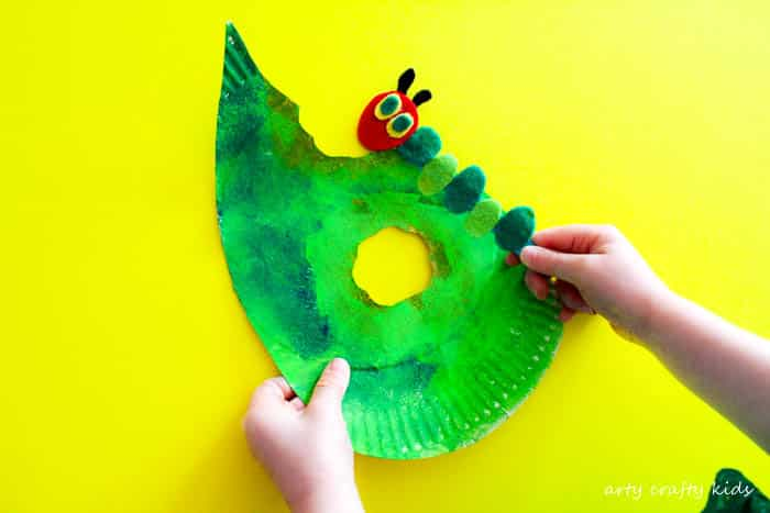The Very Hungry Caterpillar Craft | A playful craft inspired by The Very Hungry Caterpillar. A fabulous play and create craft for preschoolers!