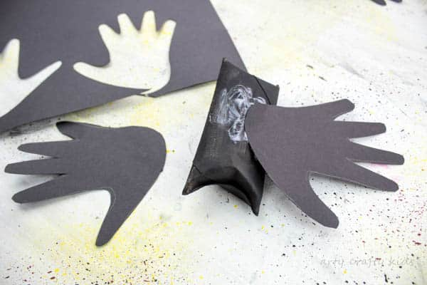 Arty Crafty Kids | Halloween | Easy Halloween Kids Crafts | Paper Tube Handprint Bat - A fun and easy Halloween Handprint crafts for preschoolers!