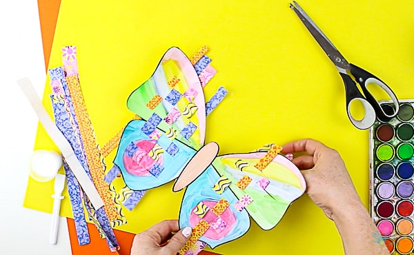 Arty Crafty Kids | Craft | Woven Paper Butterfly Craft - A sweet and simple Spring & Summer craft for kids, that's great for kids working on their fine motor skills. It's also very pretty too! #butterflycraft #kidscrafts #craftsforkids #easykidscrafts #craftideasforkids #summercrafts #springcrafts #minibeasts
