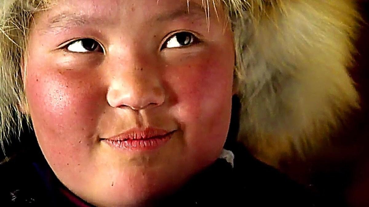 La Jeune fille et son aigle : télé-réalité en Mongolie