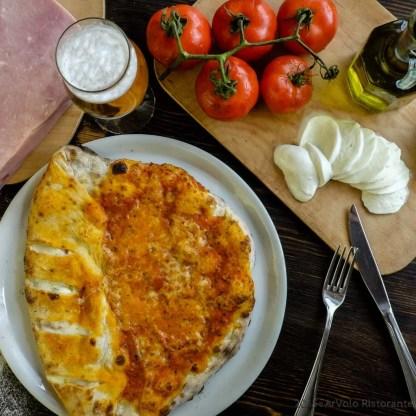 ArVolo Pizza rossa Incamiciata con prosciutto crudo e mozzarella