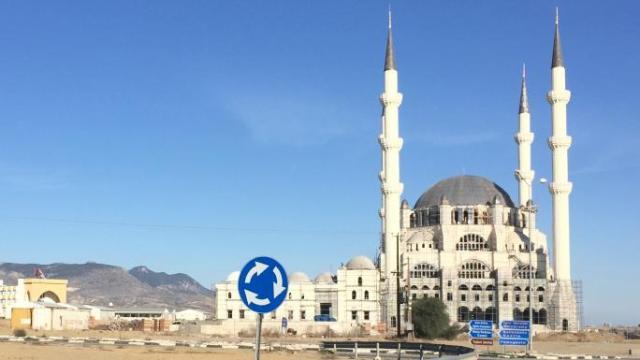 Το νέο τέμενος Χαλά Σουλτάν που χτίζει ο Ερτογάν στην κατεχόμενη Λευκωσία στο οποίο αναφέρθηκαν οι TIMES του Λονδίνου