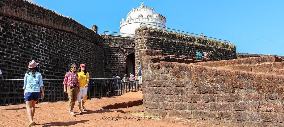 Fort-Aguada-goa-tour-min