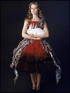 Arzhela Tim Burton Alice en rouge et noir