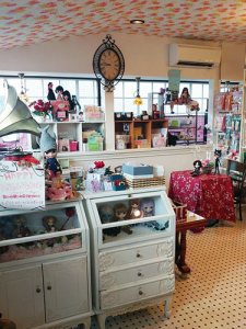 NS doll cafe shop interieur