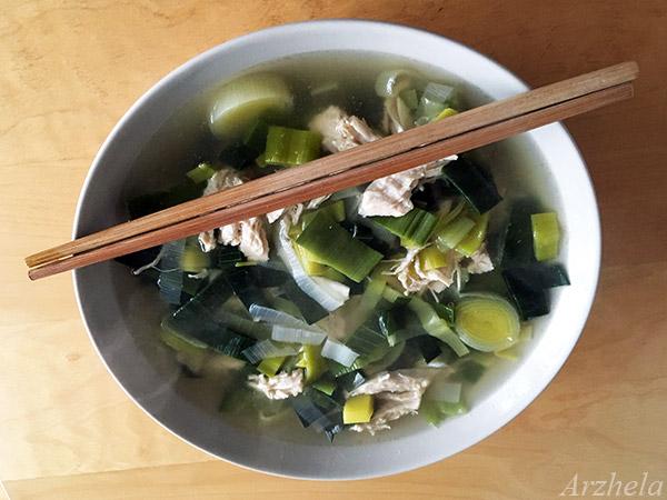Arzhela bouillon poireau-poulet asiatique
