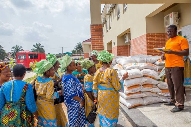 Edo First Lady Distributes Birds