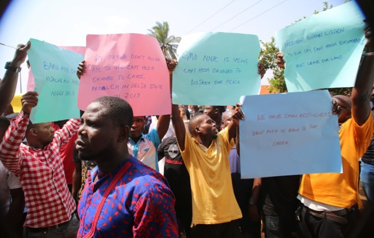 photo of protesters from Ijaw, Isoko, itsekiri and Urhobo Ethnic groups to Government House in Asaba.