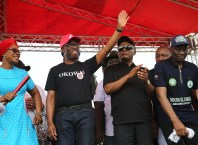 Delta State Governor, Senator Ifeanyi Okowa (2nd left); his wife, Dame Edith (left); Senator Peter Nwaoboshi (2nd right) and Hon. Ndudi Elumelu, during Delta State PDP Campaign, in Oshimili North Local Government Area.