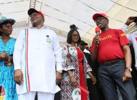 Delta State Governor, Senator Ifeanyi Okowa (2nd right); his wife, Dame Edith (middle); Delta State Deputy Governor, Barr. Kingsley Otuaro (2nd left); Engr. Ebierin (left) and State PDP Chairman, Barr. Kingsley Esiso, during Delta State PDP Governorship Campaign, Udu Local Government Area, Delta State.