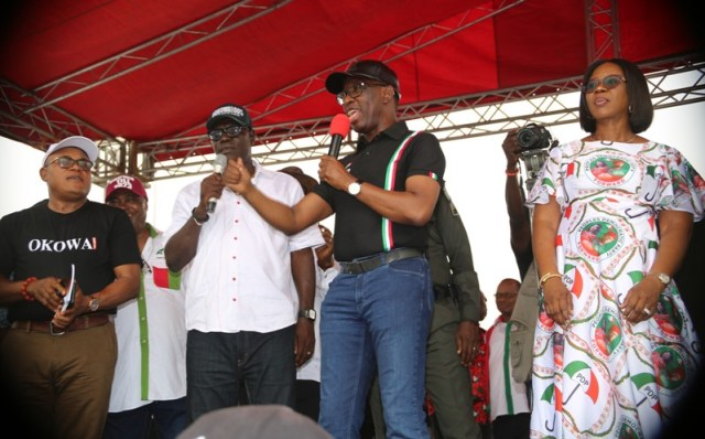 Delta State Governor, Senator Ifeanyi Okowa (2ndright), his wife, Dame Edith Okowa (right), the State Peoples Democrartic Party (PDP) Chairman, Barr. Kingsley Esiso (2ndleft), and the campaign organization, Hon Funkekeme Solomon, during the State PDP 2019 General Elections Campaign at Obiaruku, Ukwuani LGA