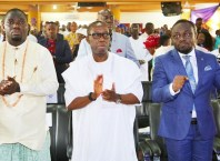 Delta State Governor, Senator Ifeanyi Okowa (middle); member representing Federal House of Representative Burutu Constituency, Rt. Hon Hon. Julius Pondi (left) and Zonal Co-ordinator, Church of God Mission, Rev. Asuquo Akpan-Ekpo, during the Thanksgiving Service for the Re-Election Victory and Successful Inauguration into the 9th Assembly House of Representatives, at Church of God Mission, Okumagba Avenue Warri.