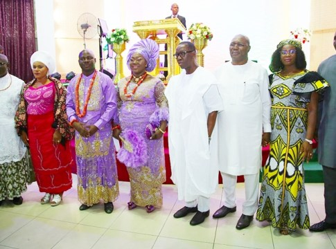 Delta State Governor, Senator Ifeanyi Okowa (4th right); Deputy Governor of Delta State, Barr. Kingsley Otuaro (3rd right); his wife, Engr. Ebierin (2nd right); Speaker, Delta State House of Assembly, Rt. Hon. Sheriff Oborevwori (left); his wife, Mrs. Efetobore (2nd left);Hon. Julius Pondi (right); Hon. Guwor Emomotimi (3rd left) and his wife, Mrs. Timi-Ebi, during a Thanksgiving Service of Hon. Emomotimi and Baby Dedication of Niki-Guwor Venessa, at Redemption Hall Mega Parish RCCG (Delta 5 Head Quarters) Bright Hope Street, Off Airport Road Warri.