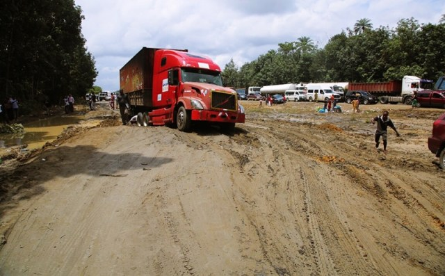 A section of Dilapidated Road along Warri-Benin Express Way