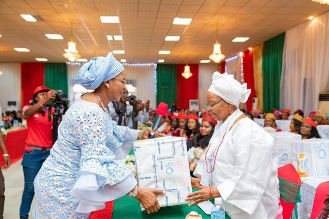 Dame Edith Okowa, Wife of Delta Governor Presenting Christmas Package to Wives of Traditional Rulers in the State