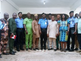 Delta NUJ Chairman, Comrade Michael Ikeogwu and the State Commissioner of Police, CP Hafiz Inuwa flanked by Leaders, members of the State NUJ and top ranking Police Officers during a courtesy visit.