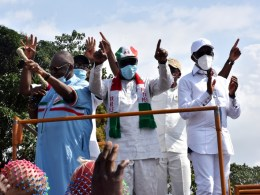 From (Right): Delta Governor, Senator (Dr) Ifeanyi Okowa, the Governor of Edo State and (PDP) Governorship Candidate, Godwin Obaseki, and the national vice Chairman, PDP, Dan Orbhi during the PDP Wards 9 and 10 campaign rally at Ekpon, Edo State on Wednesday, August 19, 2020. (PIX: BRIPIN ENARUSAI)