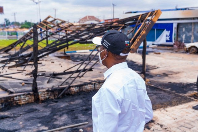 Okowa Inspects Destroyed Properties (1)
