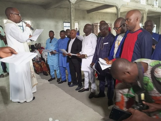 Rev. Fr. Daniel Odogoro officiating the swearing-in of the New Afiesere community executives with Mr. Ogwho Ogheneruemuse Samson as chairman, youth/employment committee, Mr. Edafifue Lucky, Vice Chairman, Mr. lchipi Lucky as Secretary, Mr. Ovuakporaye Vincent as Treesurer, Mr. Obrako Oyibo as P.R.O