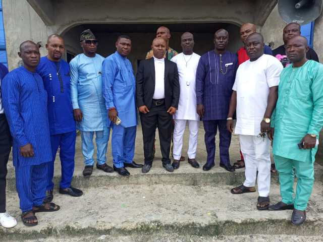 The newly inaugurated Afiesere community executives with Mr. Ogwho Ogheneruemuse Samson as chairman, youth/employment committee, Hon. Emmanuel Ogaga Umukoro, Chairman, electoral Committee,Mr. Edafifue Lucky, Vice Chairman,  Mr. lchipi Lucky as Secretary, Mr. Ovuakporaye Vincent as Treesurer, Mr. Obrako Oyibo as P.R.O and other executives in a group photograph.