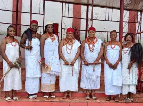 2nd Left - 3rd Right: Omu of Ugbolu, HRM Omu Esther Obiogwa, Omu of Ukala, HRM Omu Lobe Nokwaba, Omu of Okpanam/Anioma, HRM Obi Martha Dunkwu, and Omu of Obior, HRM Omu Onyebuchibe Okonkwo.