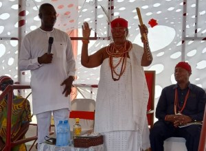 Hon Innocent Esewezie speaking at the Palace of Omu Anioma, Martha Dunkwu at the 2021 Otite Festival