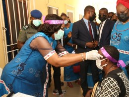 Wife of the Delta State Governor and Founder O5 Initiative, dame Edith Okowa (Left) presenting glasses to beneficiary of the medical outreach during the official flag-off of the O5 Initiative Free Grassroots Medical Outreach held at Central Hospital Oleh for Delta South. (PIX: NORBERT AMEDE)