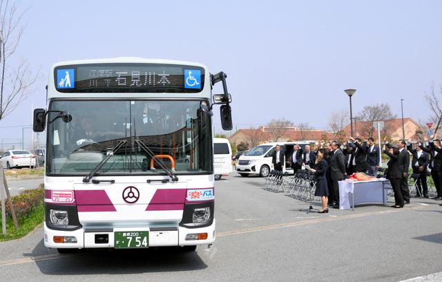 島根)江津市で三江線廃線後の代替バスが出発:朝日新聞デジタル
