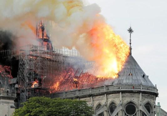 「ノートルダム火災」の画像検索結果